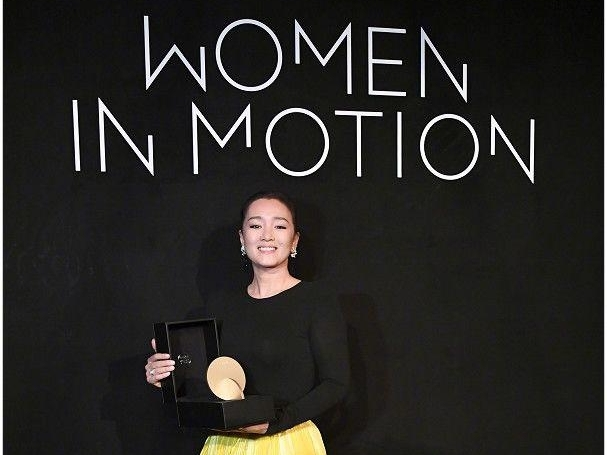 cung loi duoc trao giai women in motion tai lhp cannes