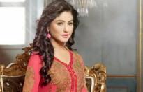 Nữ diễn viên Ấn Độ Hina Khan bị bác chồng đuổi vì mang tiền cho nhà chồng.