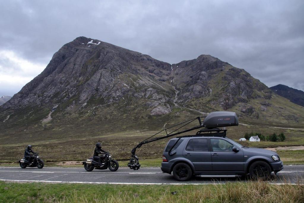 Một cảnh quay rượt đuổi xe trong phim