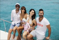 Vợ chồng siêu mẫu Hà Anh vui chơi trên du thuyền triệu đô cùng vợ chồng Hoa hậu Hoàn vũ