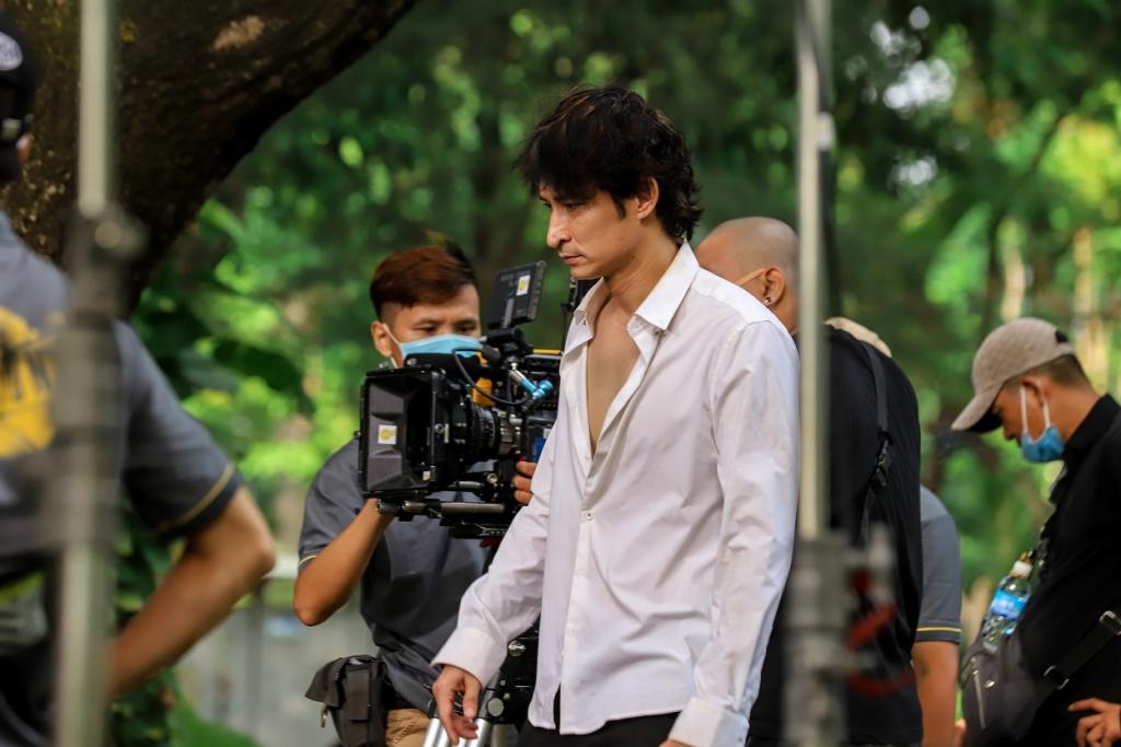Huy Khánh vừa làm đạo diễn vừa làm diễn viên trong phim đầu tay của mình