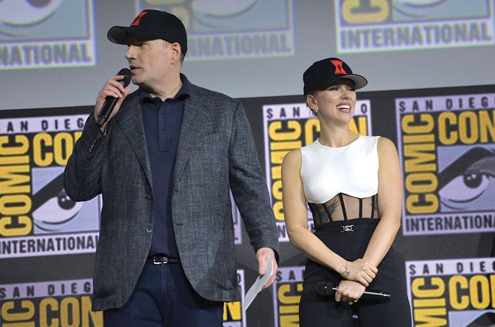 4. Kevin Feige - chủ tịch hãng phim Marvel Studios và Scarlett Johansson