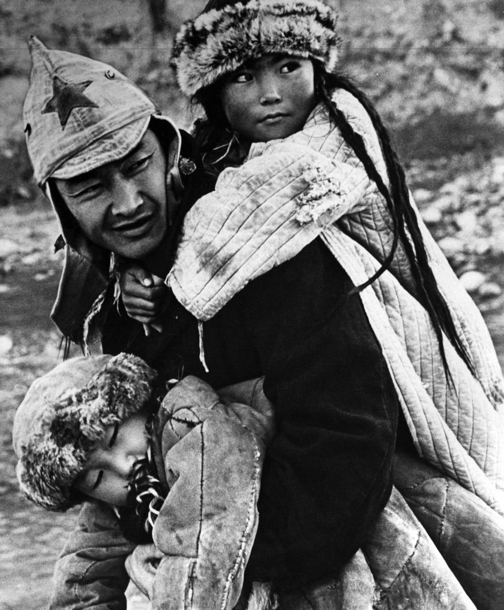 Cảnh trong phim Người thầy đầu tiên năm 1965, chuyển thể từ tiểu thuyết cùng tên của nhà văn Chinghiz Aitmatov