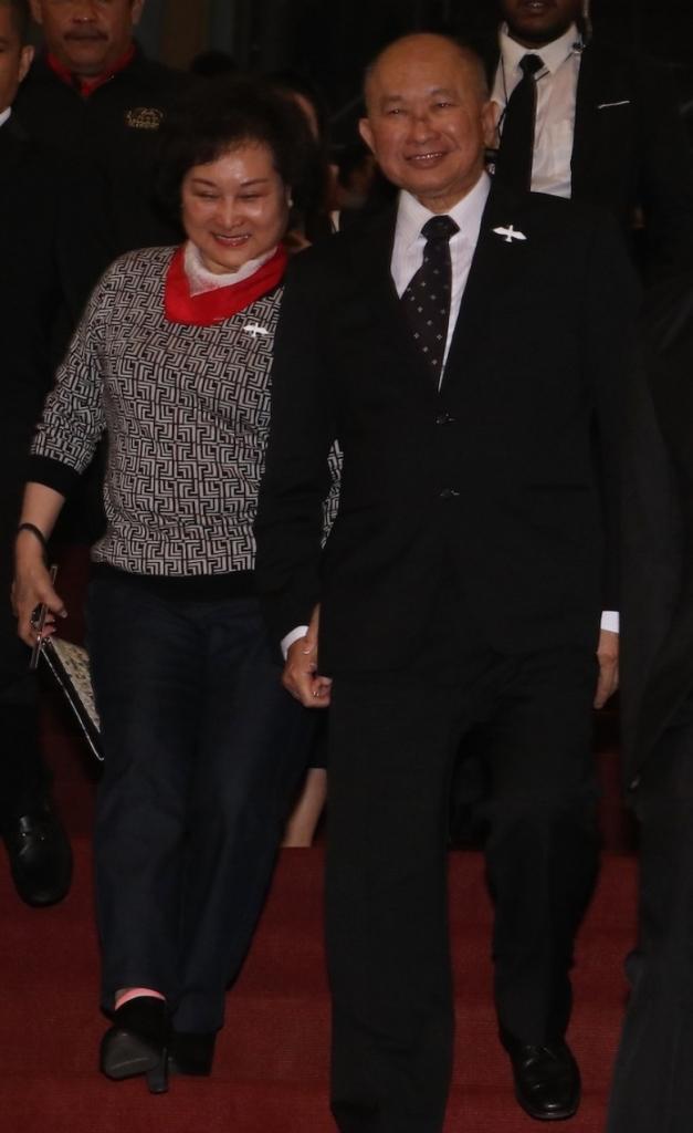 dao dien ngo vu sam va ha ji won sang malaysia tuyen truyen phim truy bo