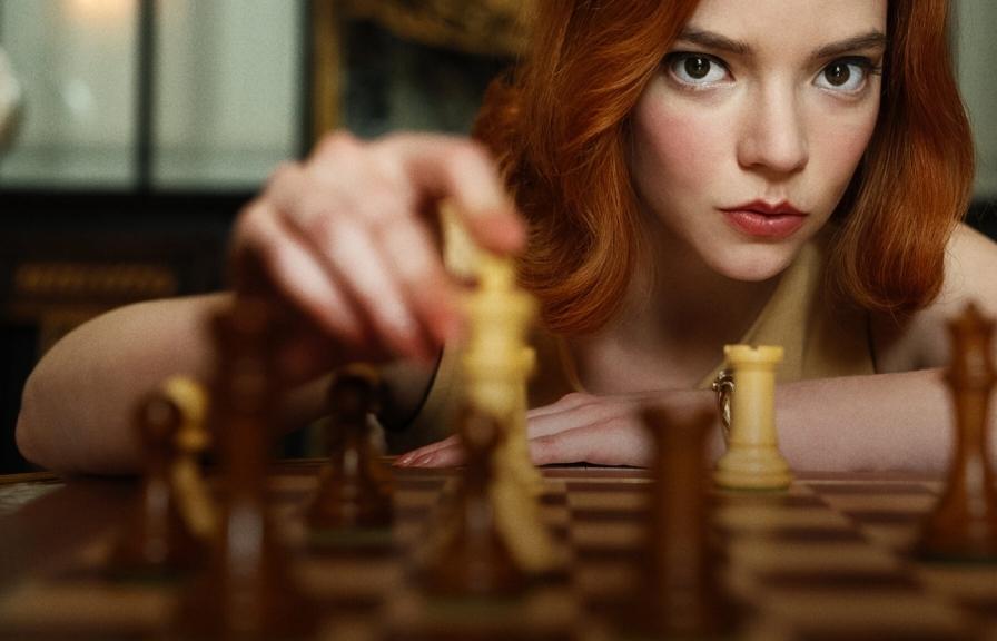 Vì sao 'The Queen's Gambit' lại trở thành hiện tượng mới trên Netflix?