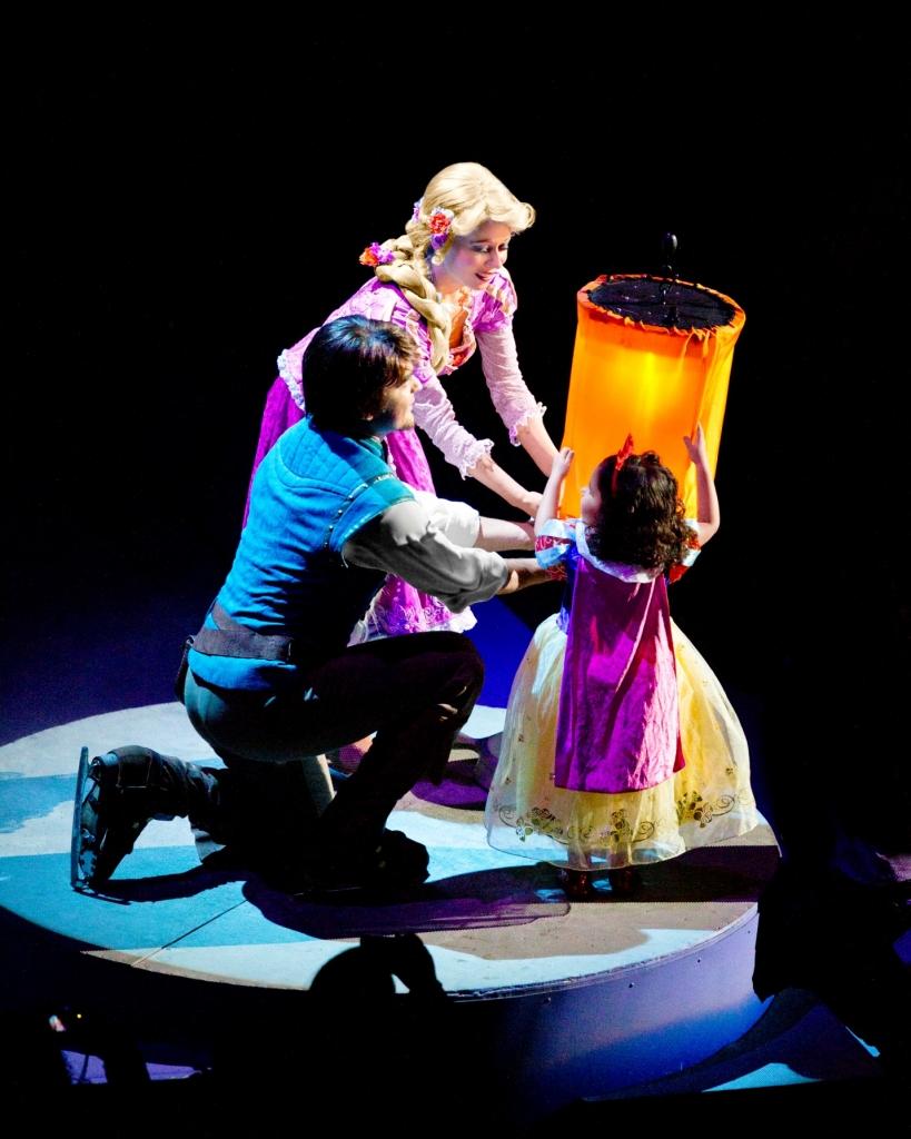 cac sao ho hoi cho tre con xem show disney on ice