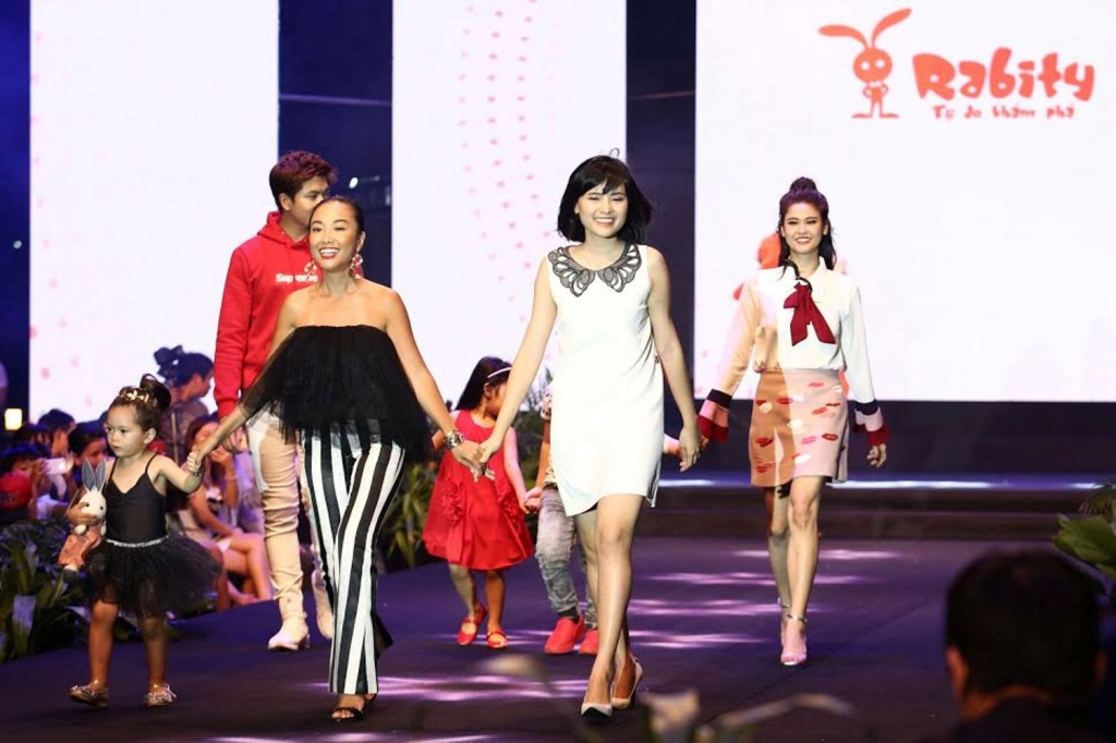 dan me con sao viet do bo tren tham do vietnam junior fashion week 2017