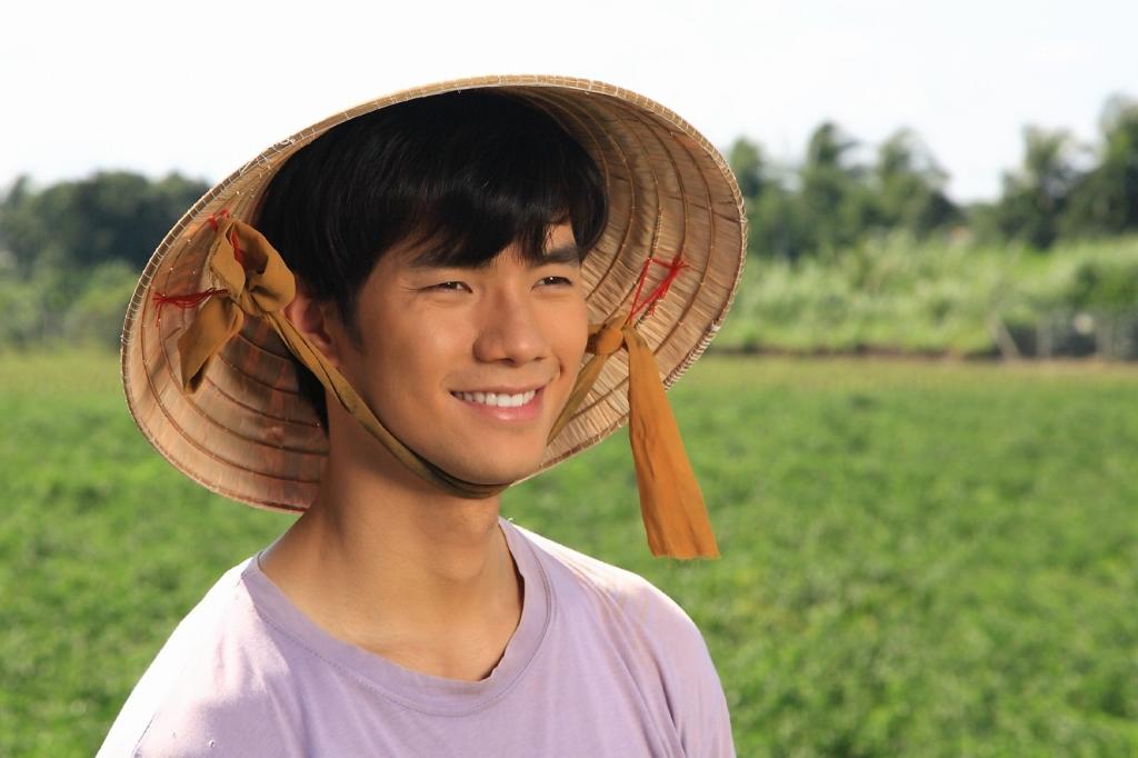 nhan phuc vinh lot xac tro thanh nong dan danh ca trong chang kho mat vo
