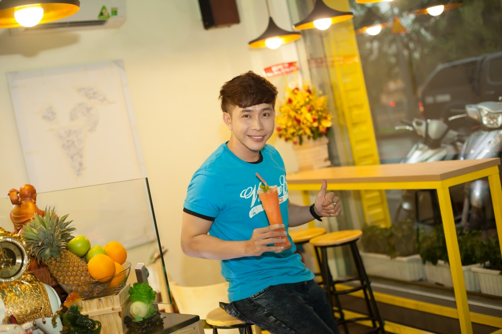 ca si hoang long ly sinh to thanh nhiet ngay he