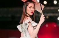 """Thu Hằng  bất ngờ làm """"vedette """"cho show Phương My"""