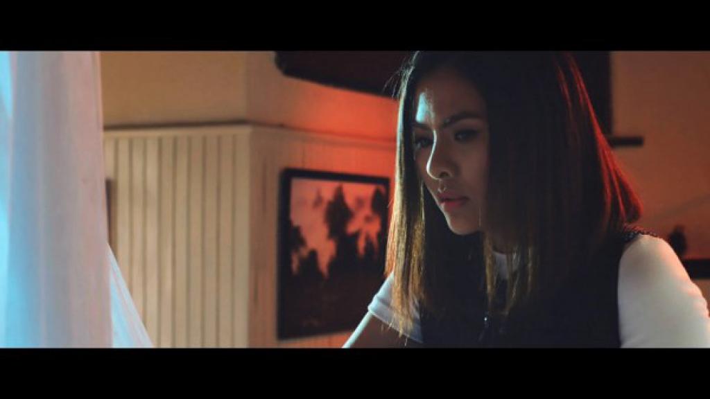 van trang ma mi bi an trong trailer phim kinh di moi cua huynh dong