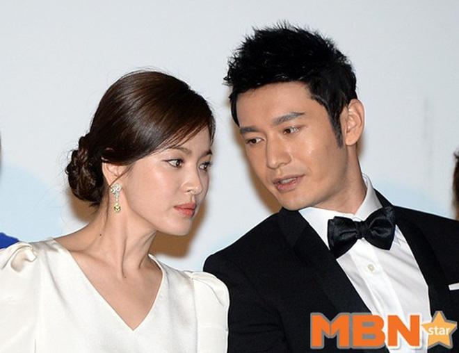 Fan lục lại quá khứ Song Hye Kyo từng làm sôi sục LHP Cannes, đọ sắc cực gắt với Chương Tử Di