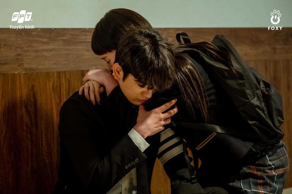 Chuyện tình của Park Gyu Young - Park Jin Young xoa dịu căng thẳng của 'Thẩm phán ác ma' những ngày qua