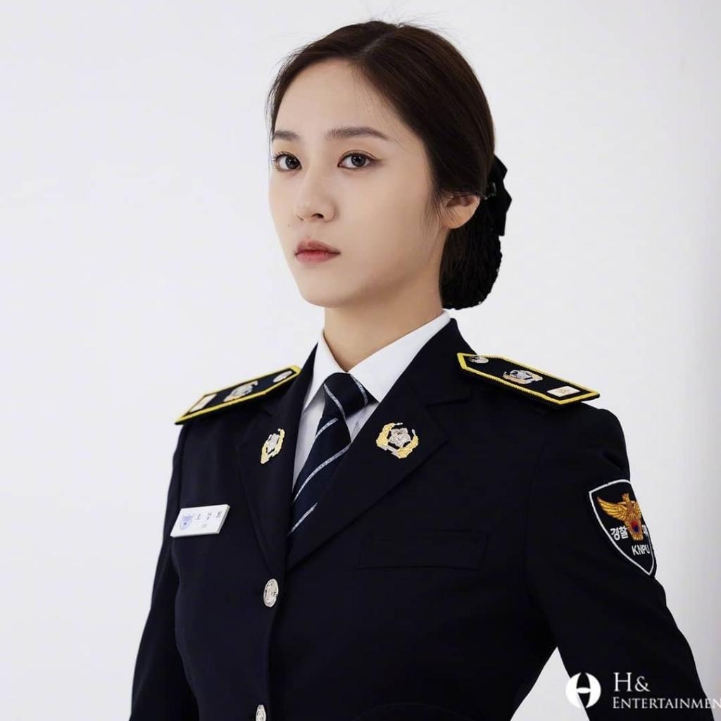 Krystal đẹp ná thở trong poster mới của 'Đại học cảnh sát'