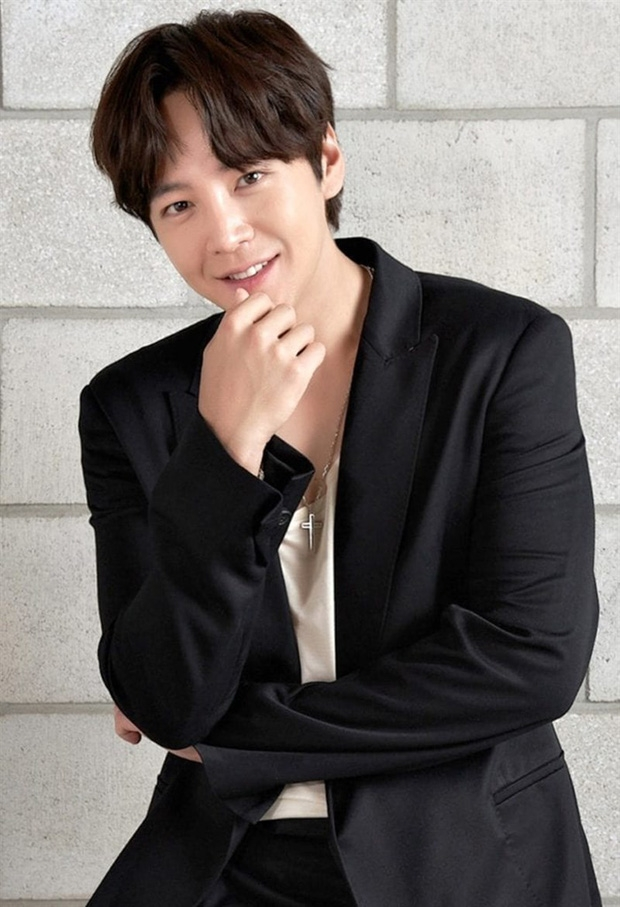 'Hoàng tử' Jang Geun Suk tái xuất màn ảnh sau 3 năm, sánh vai với chân dài Soo Young (SNSD) trong phim mới
