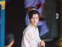 Cung Tuấn điển trai cùng 'Địch Lệ Nhiệt Ba' ở hậu trường 'An lạc truyện'