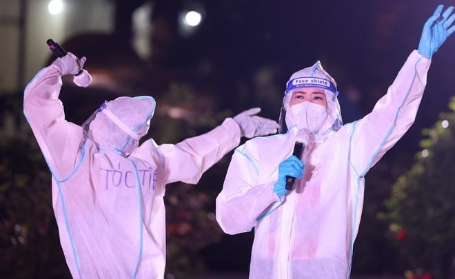 Phương Thanh, Erik cùng các nghệ sĩ hết mình trong đêm nhạc 'Thành phố 18h' ở bệnh viện dã chiến