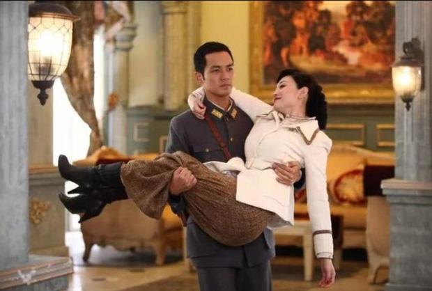 Cảnh bồng bế trong phim Trung: Địch Lệ Nhiệt Ba gây ấn tượng hơn hẳn các nam thần