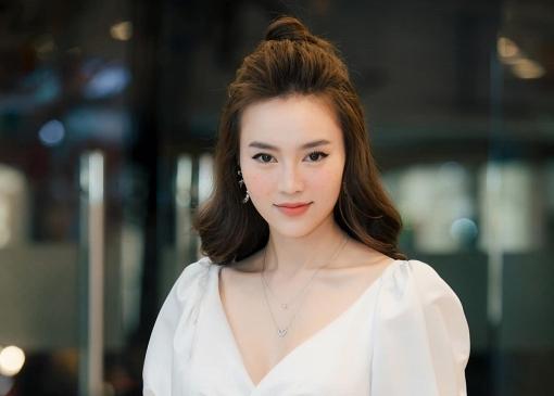 Ninh Dương Lan Ngọc lên tiếng trước hành động ngó lơ đàn anh Trường Giang trên mạng xã hội