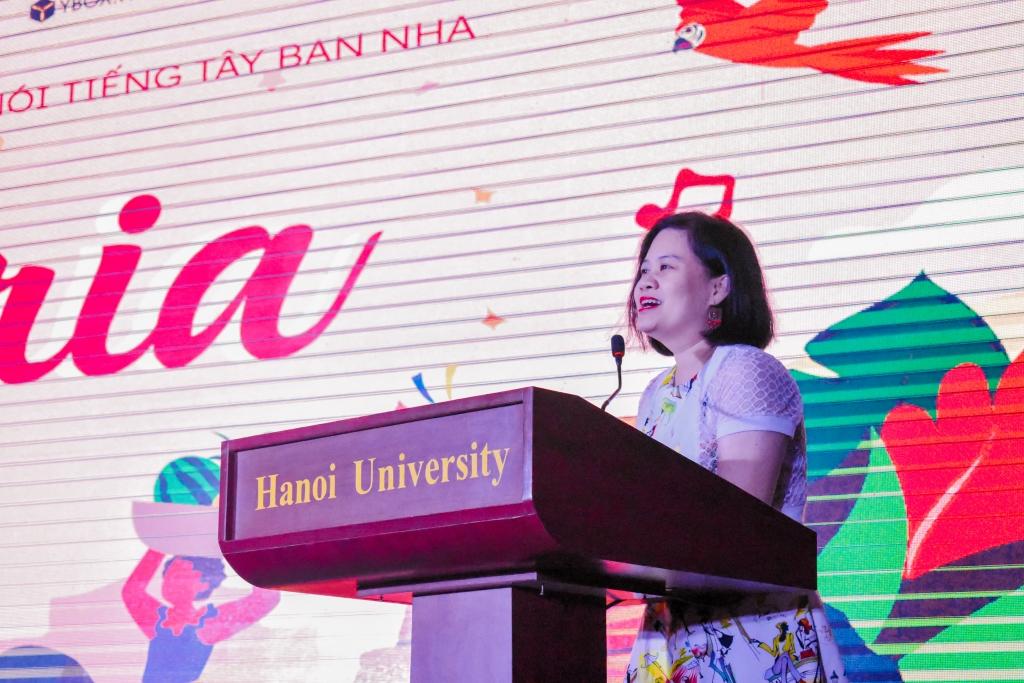 Ngược dòng thời gian về đêm gala 'Euforia' cùng sinh viên đại học Hà Nội
