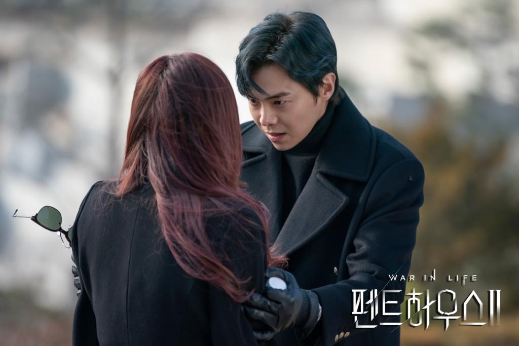 4 bí ẩn cần được giải đáp của 'Penthouse 2': Phải chăng bà cả Shim Soo Ryeon đã tái xuất?