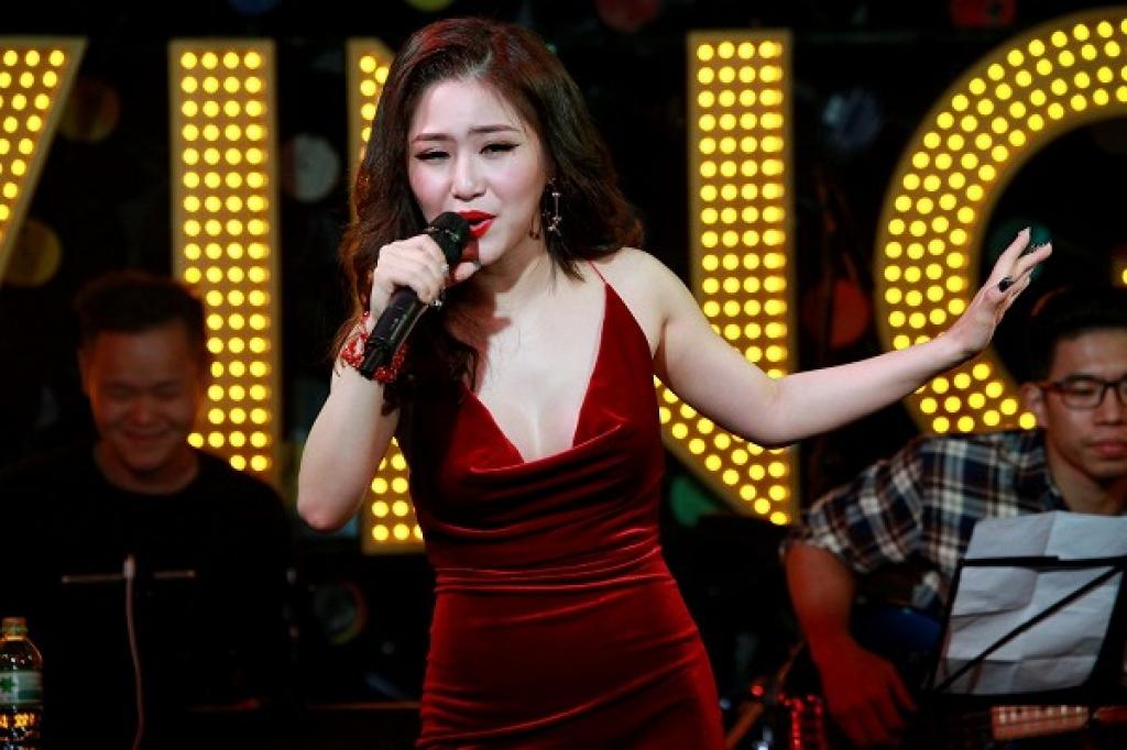 huong tram do ruc goi cam ho hung khoe vong 1 nong bong