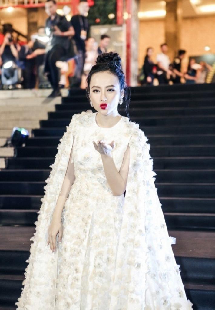 angela phuong trinh hoa cong chua bao thy huong giang doi lap phong cach tai su kien