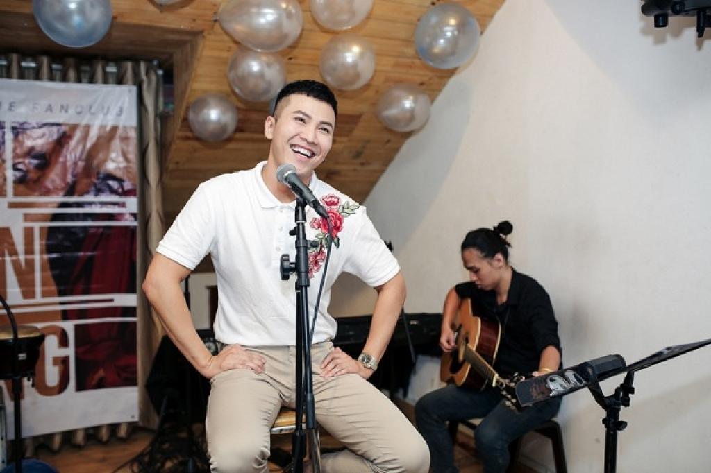 mai tien dung hanh phuc cuoi tit mat trong buoi hop fan lan dau tai viet nam
