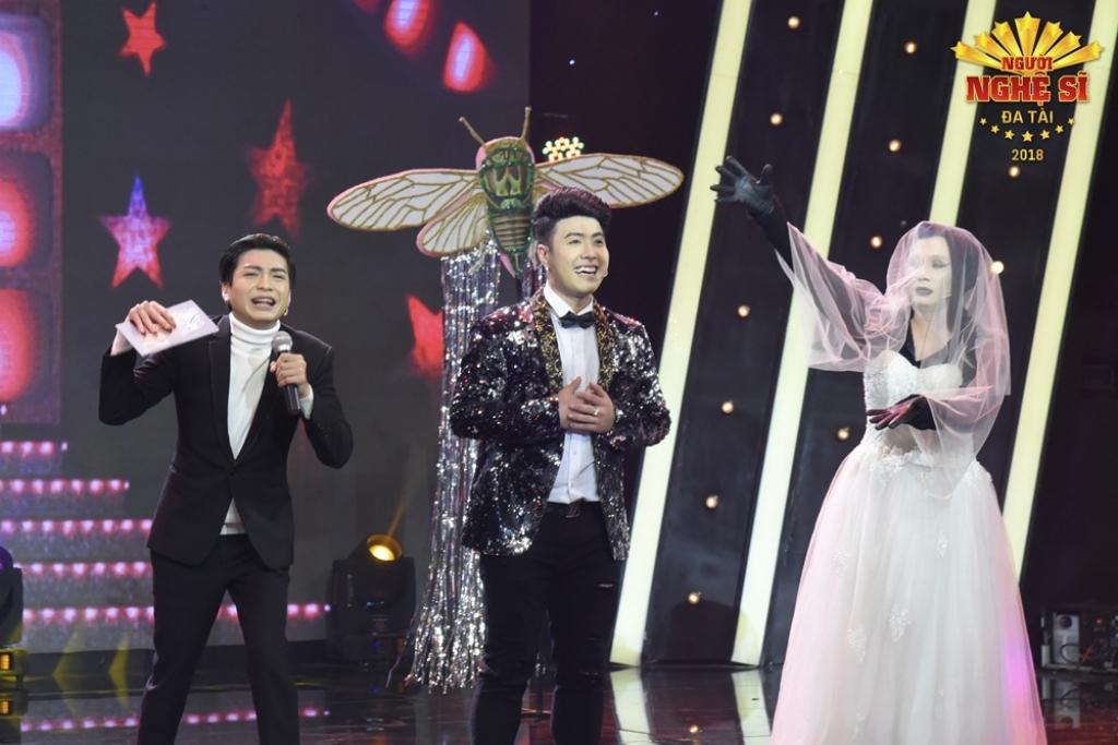 mang scandal showbiz len san khau akira phan gianh hang 3 nguoi nghe si da tai