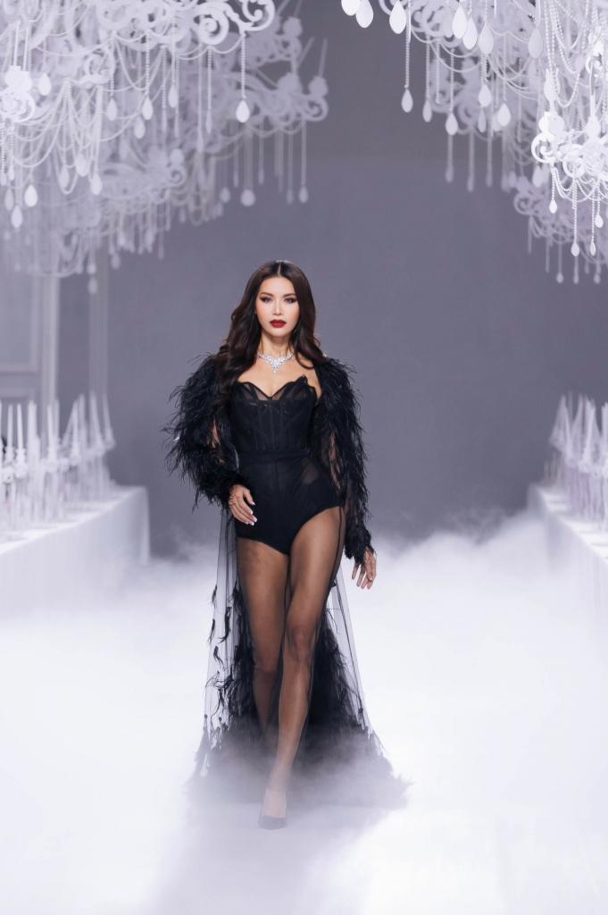 minh tu ngay cang thang hoa tren san dien catwalk sau miss supranational 2018
