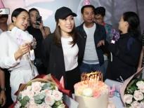 Mỹ Tâm rơi nước mắt khi được fan bí mật tổ chức sinh nhật ngay trong rạp phim