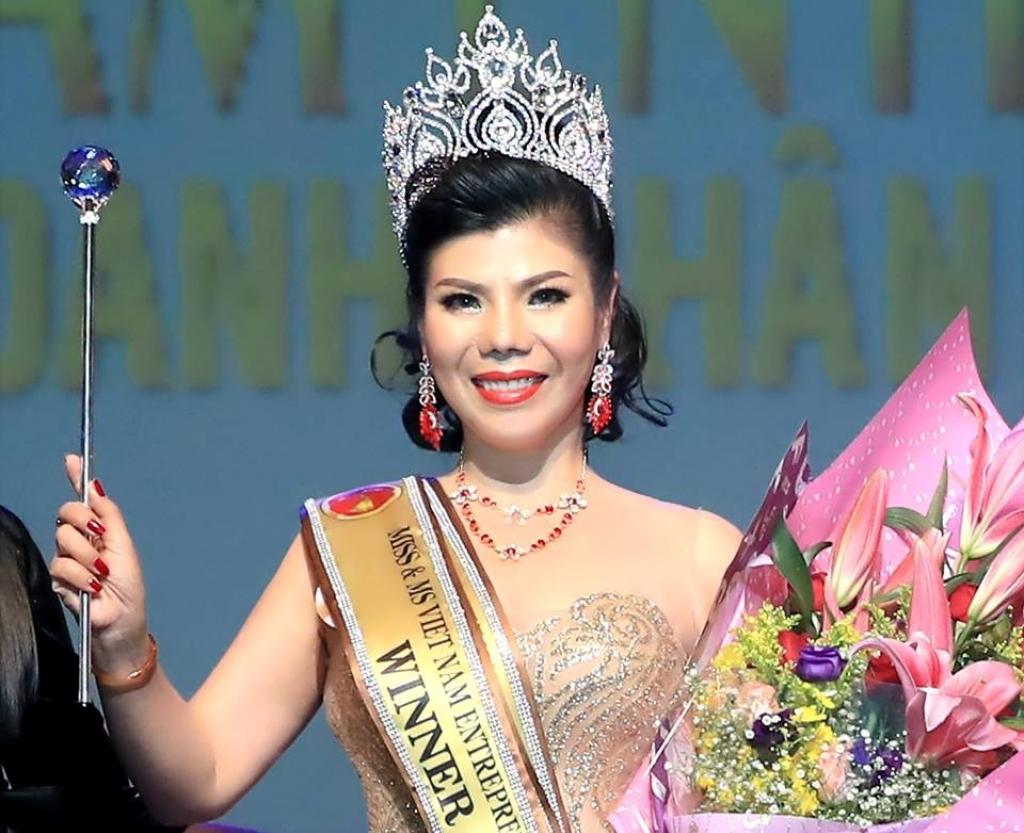 thi sinh den tu viet nam dang quang hoa hau doanh nhan nguoi viet chau a 2019