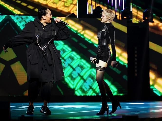 bao anh ket hop cung rapper brittanya karma khoac ao moi cho luoi yeu tai zing music award 2019