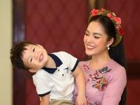 Con trai Dương Cẩm Lynh hào hứng tháp tùng mẹ đi diễn