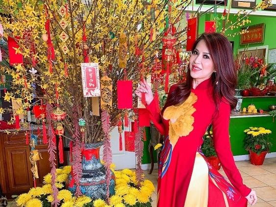 Hannah Hằng Lê: Ngày Tết càng nhớ Việt Nam và càng yêu áo dài Việt hơn…