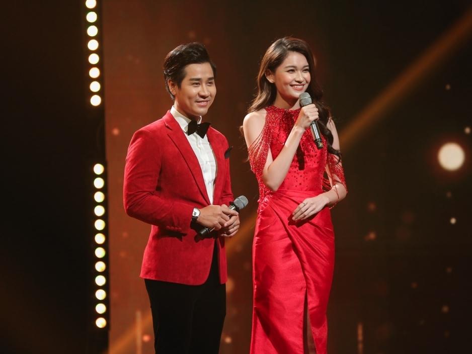 Á hậu Thùy Dung sánh đôi Nguyên Khang dẫn show 'Chào xuân 2021'