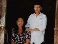 'Cơ hội đổi đời': Cậu bé 16 tuổi bị viêm tủy một mình nuôi người mẹ bị tâm thần