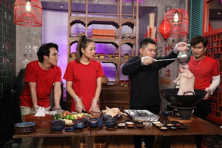 'Ẩm thực kỳ thú': Huỳnh Lập - Lê Lộc - Chí Thiện mê tít món hủ tiếu ngon trứ danh Chợ Lớn
