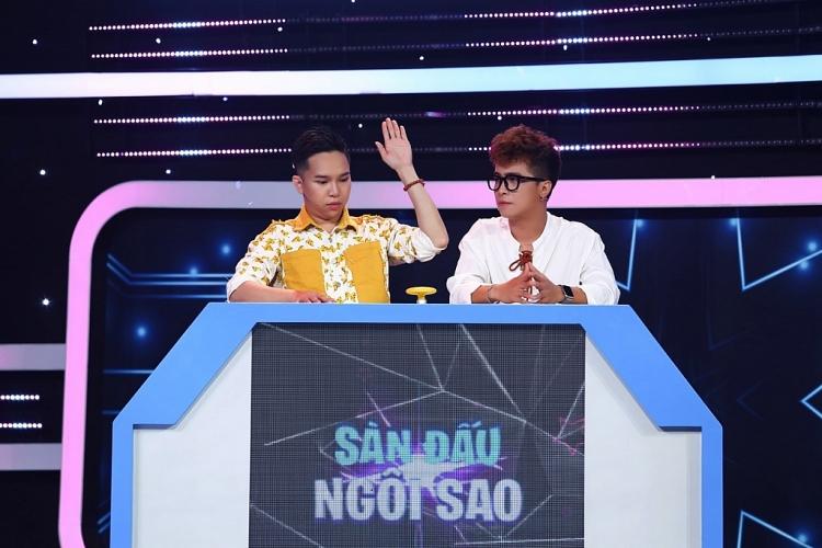 'Sàn đấu ngôi sao': 'Thánh vẽ chân mày' Gia Huy Su Su lục đục với Hồ Khánh Long