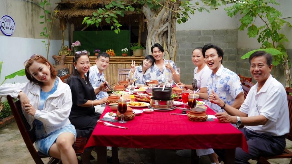 'Một chuyến đi': Kiều Minh Tuấn - Cát Phượng xúc động trước tâm thư của Gia Linh - Thanh Nhã ước mơ gia đình đoàn viên