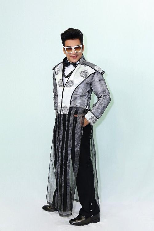 MC Thanh Bạch tự hào với những bộ quần áo tự thiết kế tại 'Đấu trường ngôi sao'