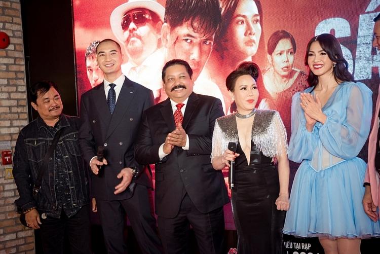 Nam vương Nguyễn Văn Sơn hội ngộ đoàn phim 'Sám hối' sau khi cưới vợ và làm 'Tổng tài'