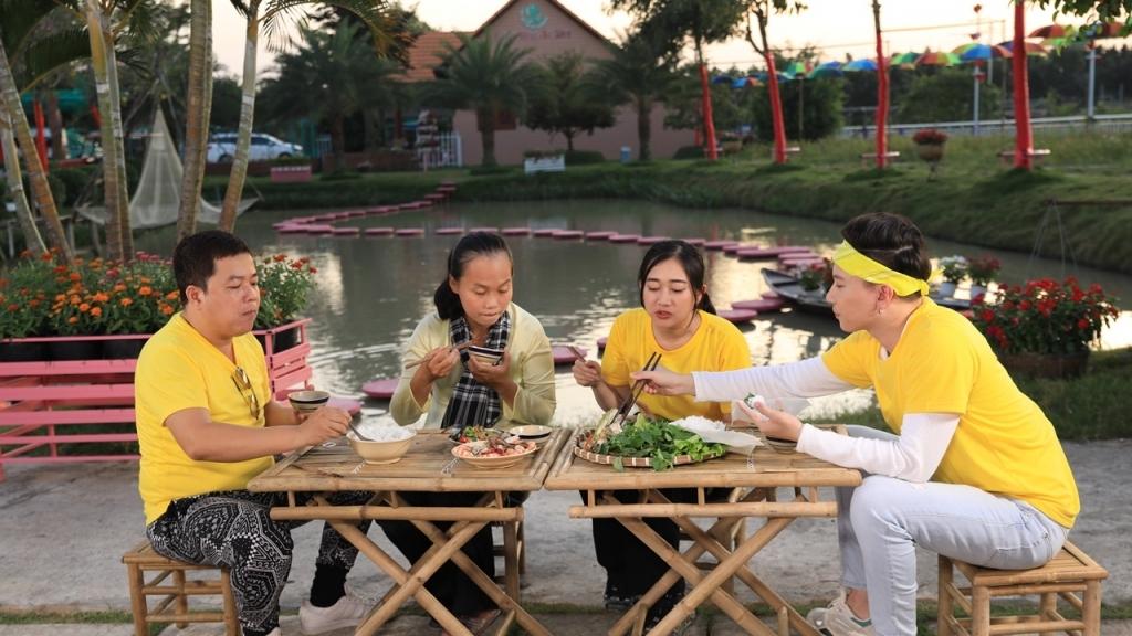 S.T Sơn Thạch dẫn Phương Lan, Hoàng Mèo đi khám phá ẩm thực Sa Đéc – Đồng Tháp
