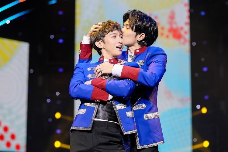 Cặp đôi 'đam mỹ' Cody - Đỗ Hoàng Dương gây 'đau tim' trên sân khấu biểu diễn