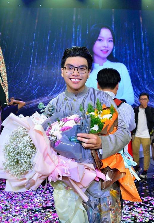 Ngọc Hoa trở thành 'Én vàng học đường 2020'