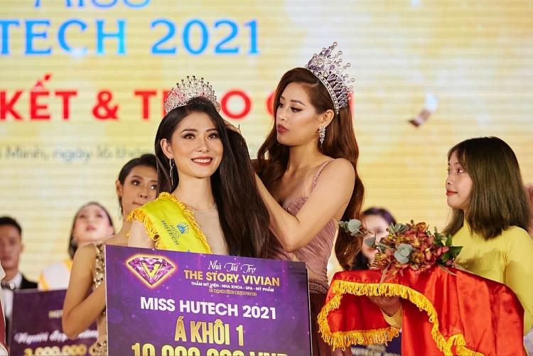 Hoa hậu Khánh Vân đội vương miện chấm thi 'Miss Hutech 2021'