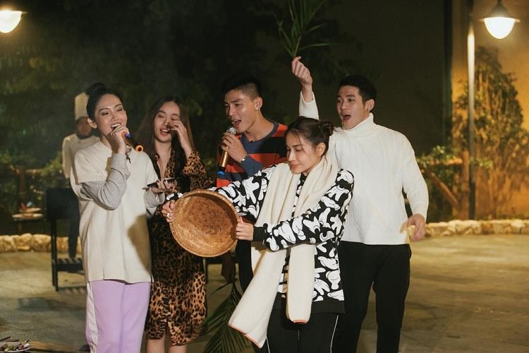 'Một chuyến đi': Lâm Vỹ Dạ - Khả Như chinh phục Fansipan, đưa các bạn trẻ tìm lại chính mình
