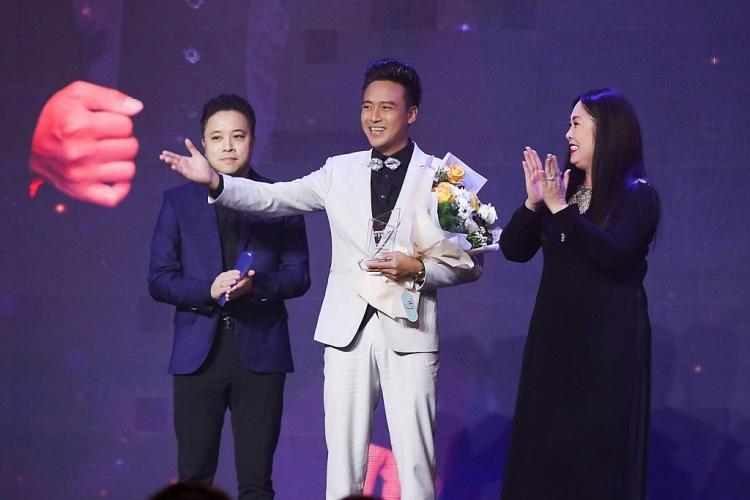 Thanh Duy nhận giải 'Ngôi sao phim ảnh', Kha Ly hết lòng ủng hộ