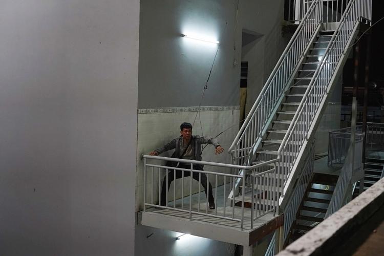 Lý Hải dựng nguyên giàn giáo như liveshow trên sân thượng tòa nhà cao tầng quay 'Lật mặt: 48h'