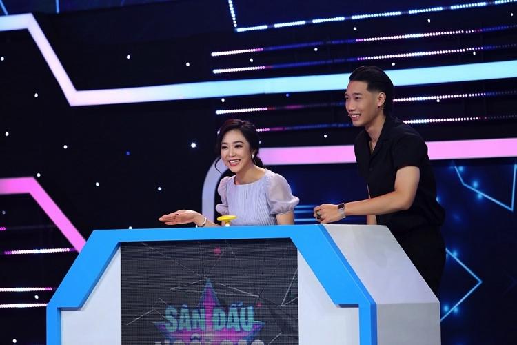 'Sàn đấu ngôi sao': Lê Nam, Triệu Long 'đổ mồ hôi hột' với 'nữ hoàng câu giờ' Hà Thanh Xuân